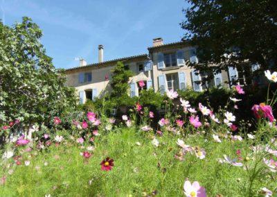 jardin en fleurs au domaine de la Potière